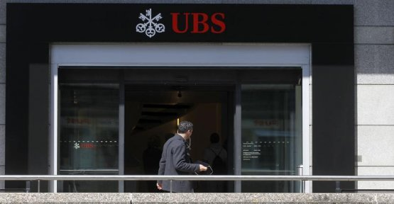 An employee of UBS is selling the data of customers and offers a home to Mallorca