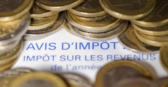 Who pays tax on the income in France?