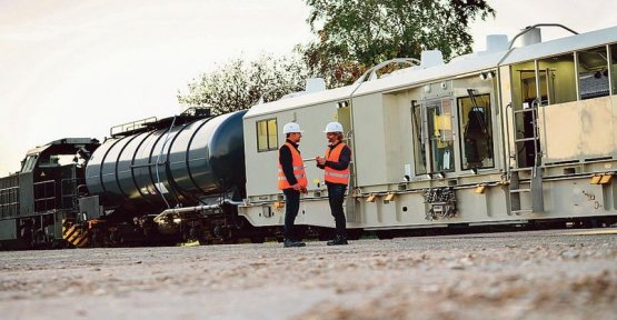 A train désherbeur to apply a little less of glyphosate on the paths