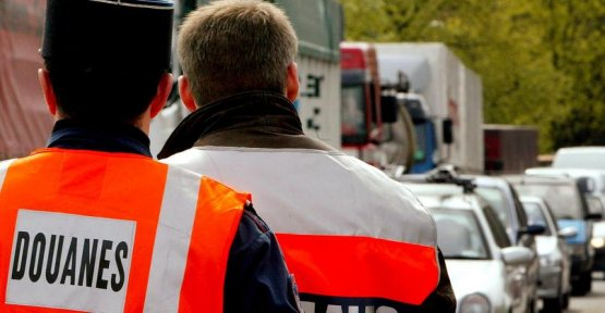 In full strike, customs officers meet Gérald Darmanin