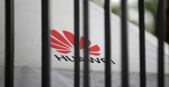 Huawei will no longer be able to preinstall Facebook, Instagram and WhatsApp on its smartphones