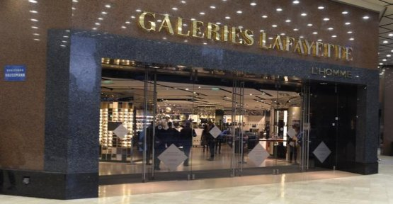 Paris : robbers attack the galeries Lafayette department store with hammers