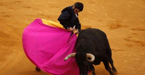 The economy tarnished the bullfight