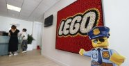 Visit at LEGO : the employees must remain of the big kids