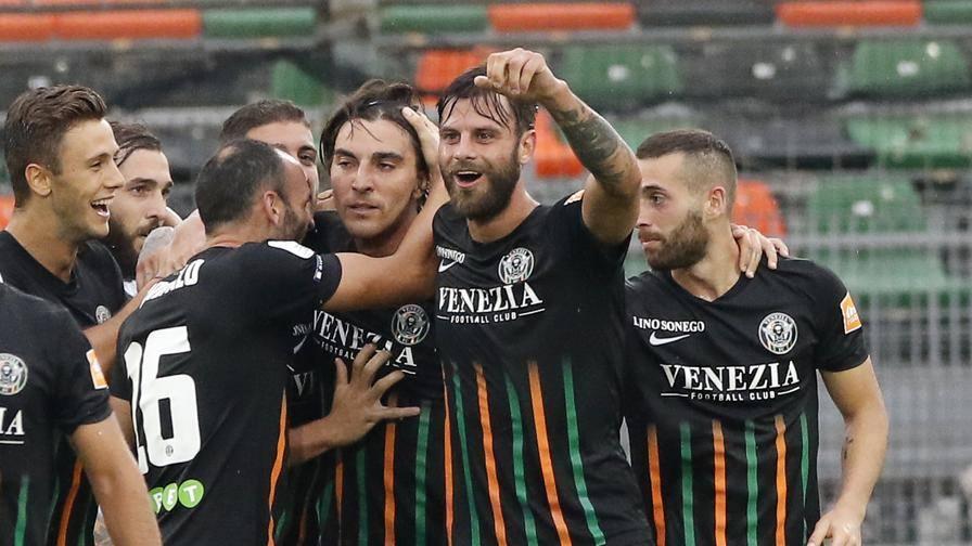 Serie B44; vince solo il Venezia44; pari per  Palermo e Pescara