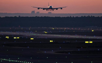 Boeing 747-436 creates, thanks to hurricane new record from New York to Paris